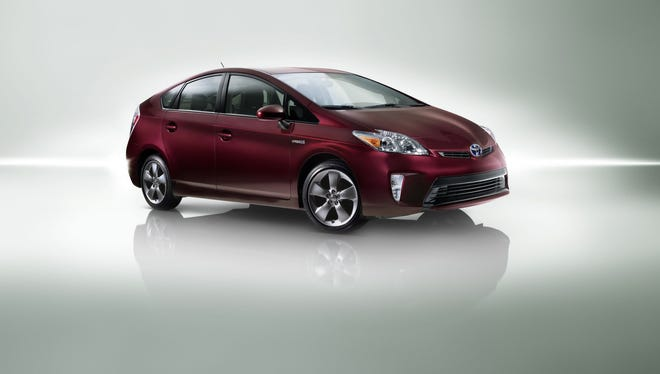 The five-passenger 2015 Toyota Prius S.E. sits on 17-inch alloy wheels and is equipped with heated power mirrors with turn signal indicators.