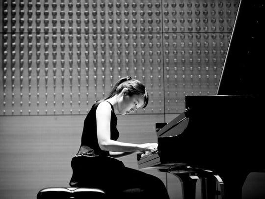 Ko-Eun Yi performs