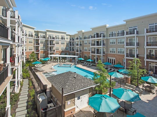 Woodmont Metro at Metuchen Station offers various amenities, including a pool.