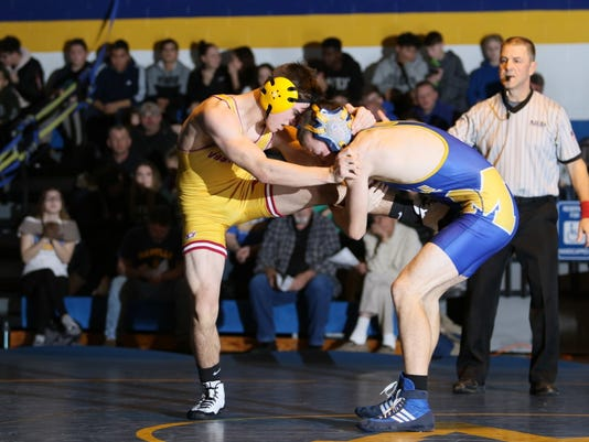 636494134014920518-Manville-wrestles-Voorhees-three.jpg
