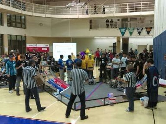 635905459229558296-Robotics-team-.jpg