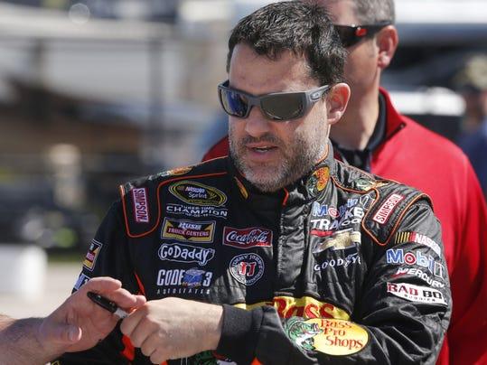 2014 390611416-NASCAR_Kansas_Auto_Racing_KSOW110_WEB856302.jpg_20140509.jpg