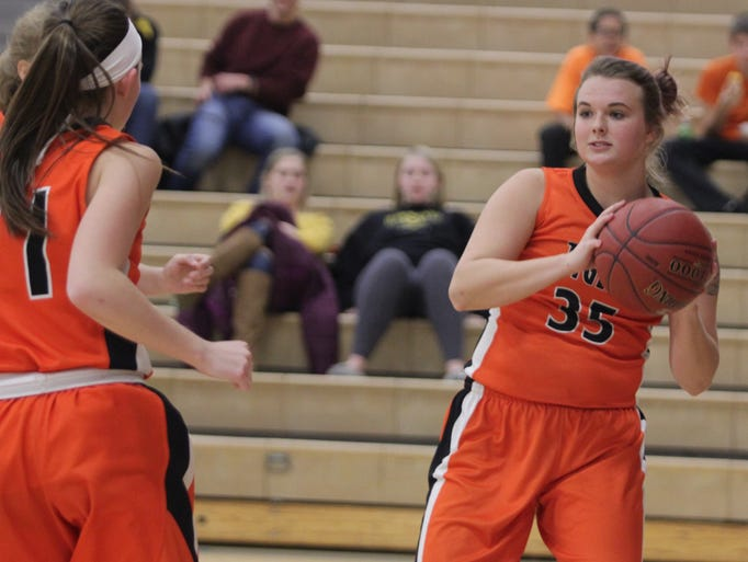 Iowa Valley girls' basketball vs. HLV in South Iowa