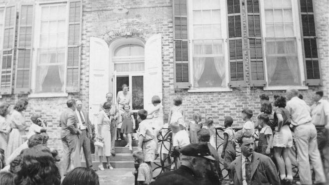 Hundreds crowded around the Old Court House in New Castle as word spread that Shirley Temple, then the country's No. 1 box office star, had stopped there for lunch.