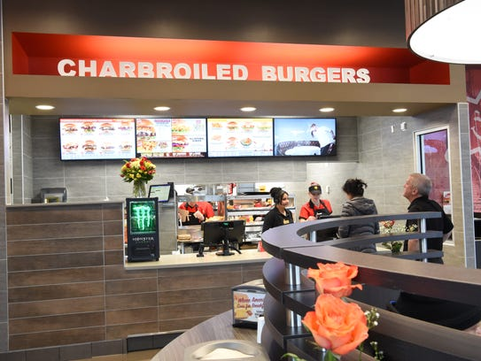 Video hardee 39 s opens to delight of burger lovers for La kitchen delight