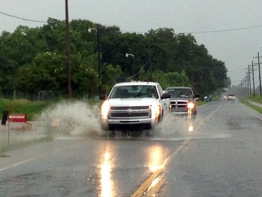 635657528532542824-truck-rain