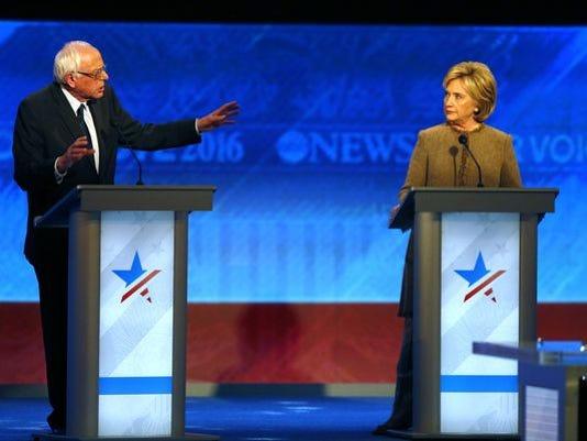 635867529386926790-democratic-debate.jpg
