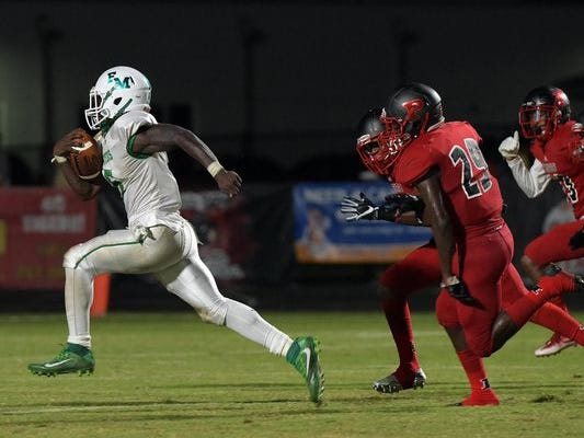 Darrian Felix runs away from Palmetto defenders on Friday in a loss.