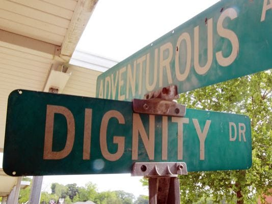 636147219793572406-faulk-signs.jpg