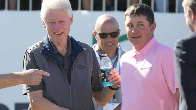 Jason Dufner shakes President Bill Clinton's hand prior to the start of the final round of the CareerBuilder Challenge, January 24, 2016.
