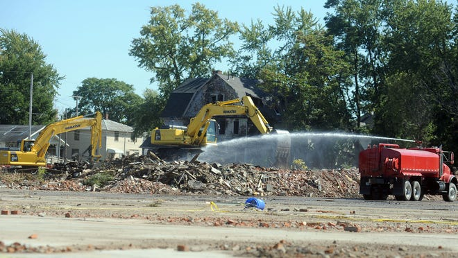 Contractors for the U.S. Environmental Protection Agency continue the cleanup of the demolition site at 333 Joseph St., bordered by Mary and Leader streets. The EPA is doing the cleanup because of the presence of asbestos in the debris. The EPA expects the remediation to be completed by Thanksgiving.