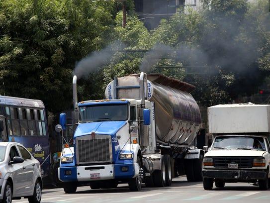 Hay muchos autos que de plano generan mucha contaminación.