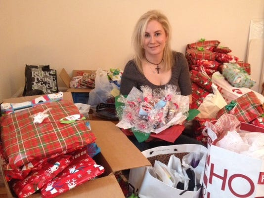 -Hope-For-Veterans-Stacia-Wrapping-Gifts-2014-2-