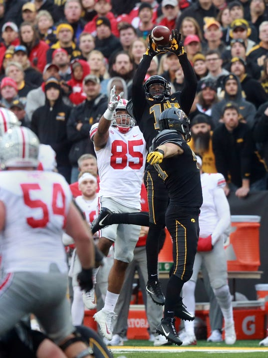 636454141171252337-171104-05-Iowa-vs-Ohio-State-football-ds.jpg