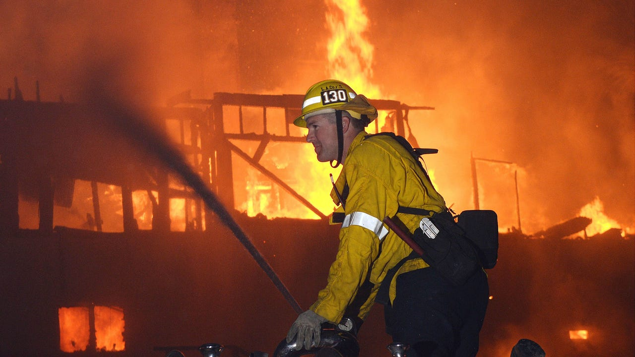 Powerful winds boost California fire danger