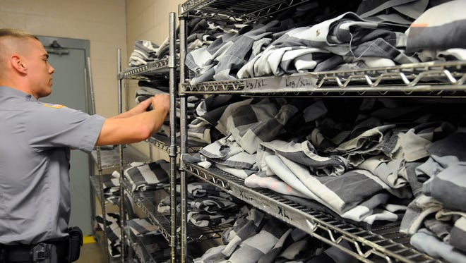 There will be no change in the gray-and-white striped uniforms worn by county jail prisoners following a vote by Baxter County Quorum Court members on Tuesday.