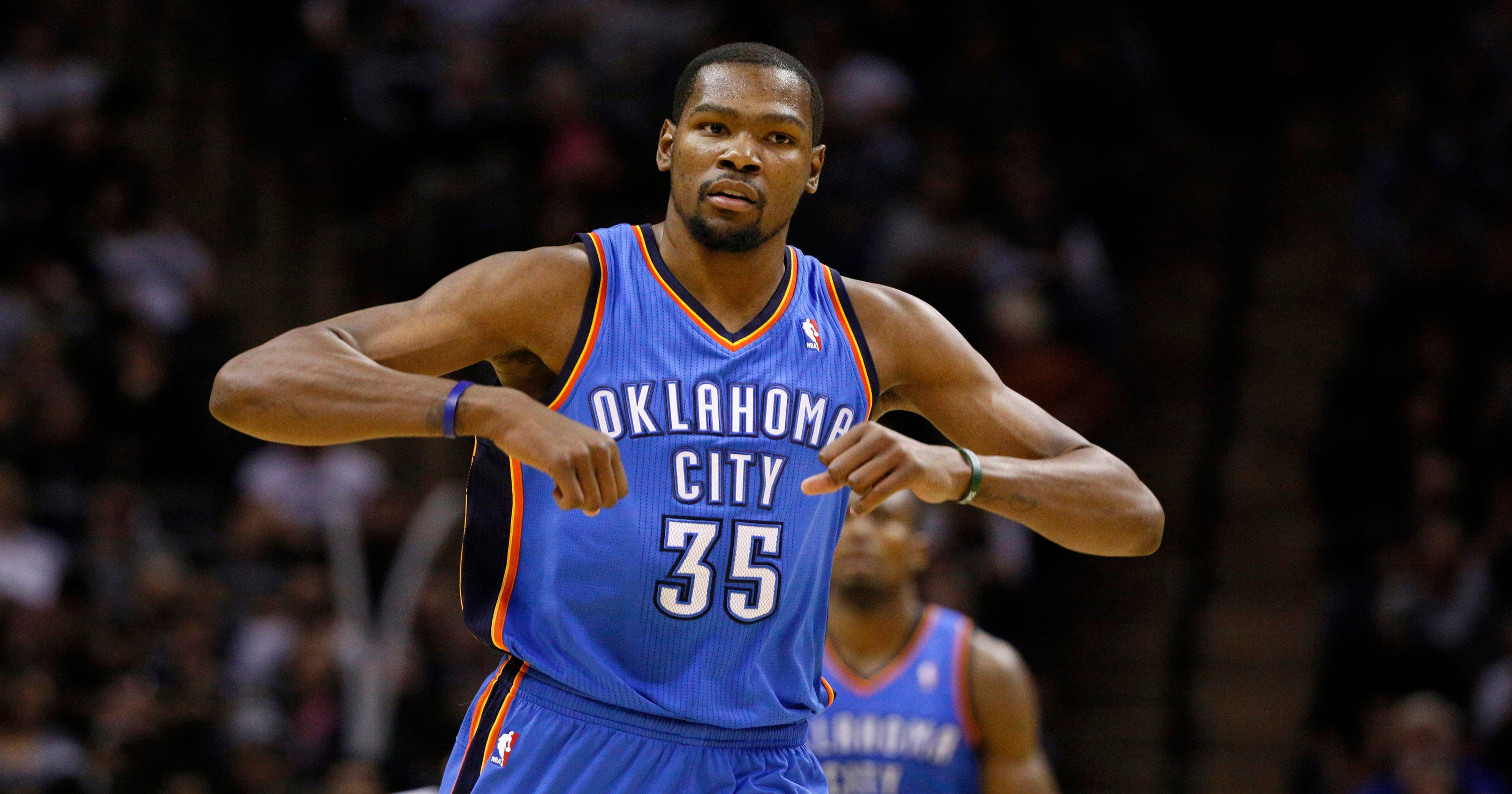 quality design c63fa 7ff3b Kevin Durant scores 36 as Thunder beat Spurs 111-105