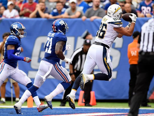 Los Angeles Chargers tight end Hunter Henry catches