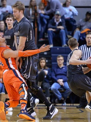 Vanderbilt center Josh Henderson (40) sets a pick on Auburn guard Patrick Keim (21) as Vanderbilt guard Riley LaChance moves past during the second half of an NCAA college basketball game Saturday, Feb. 13, 2016, in Auburn, Ala. (Julie Bennett/AL.com via AP)