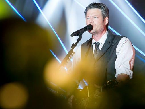 Blake Shelton sings during Celebrity Fight Night XXI