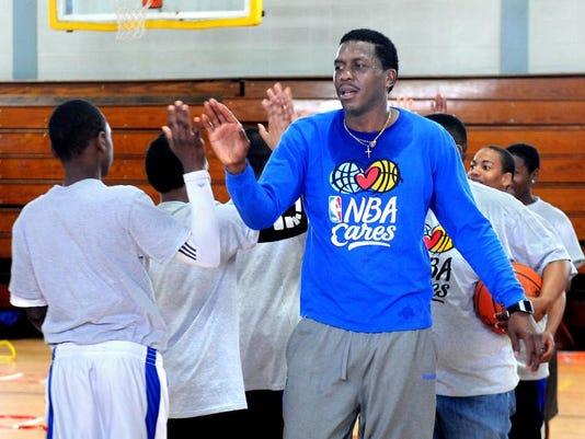 DOMINANT_PHOTO_SA_NBA_Cares_Lopez_01.jpg_20140418.jpg