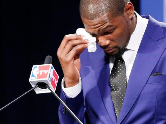 APTOPIX Durant MVP Ba_Holl.jpg