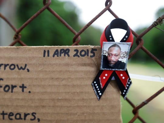 A ribbon with the image of Walter Scott is affixed