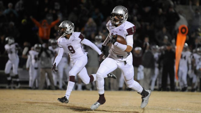 Alcoa's Tykee Kellogg runs for a touchdown in the first quarter against Sequatchie on Friday. Alcoa's Tykee Kellogg runs for a touchdown in the first quarter against Sequatchie on Friday.