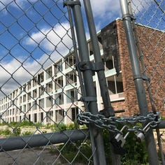 I-65 eyesore hotel: Countdown to demolition starts for vacant Days Inn