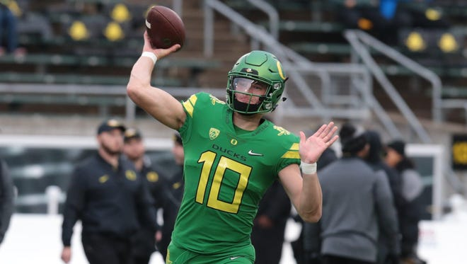 Oregon Ducks quarterback Justin Herbert (10) throws the ball before the game against the Oregon State Beavers at Autzen Stadium.