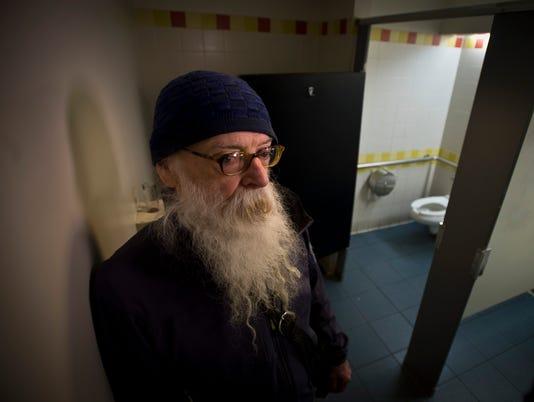 BUR20160412bathroom2
