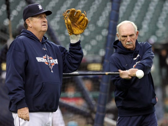 (L to R) Detroit Tigers 3rd base coach Gene Lamont