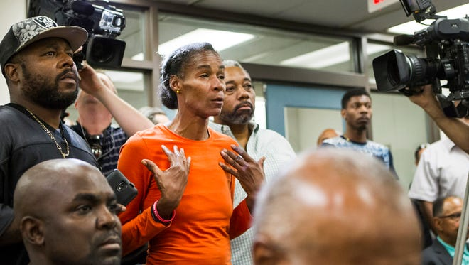 Phyllis McDole, mother of Jeremy McDole, confronts Wilmington Mayor Dennis P. Williams at a news conference in his office in Wilmington on Thursday, Sept. 24, 2015.