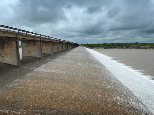 Lake Arrowhead, Texas, spillway