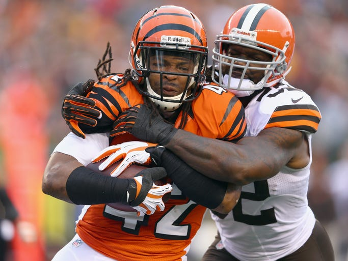 CINCINNATI, OH - NOVEMBER 17:  BenJarvis Green-Ellis #42 of the Cincinnati Bengals runs with the ball while defended by D'Qwell Jackson #52 of the Cleveland Browns during the game at Paul Brown Stadium on November 17, 2013 in Cincinnati, Ohio.  (Photo by Andy Lyons/Getty Images)