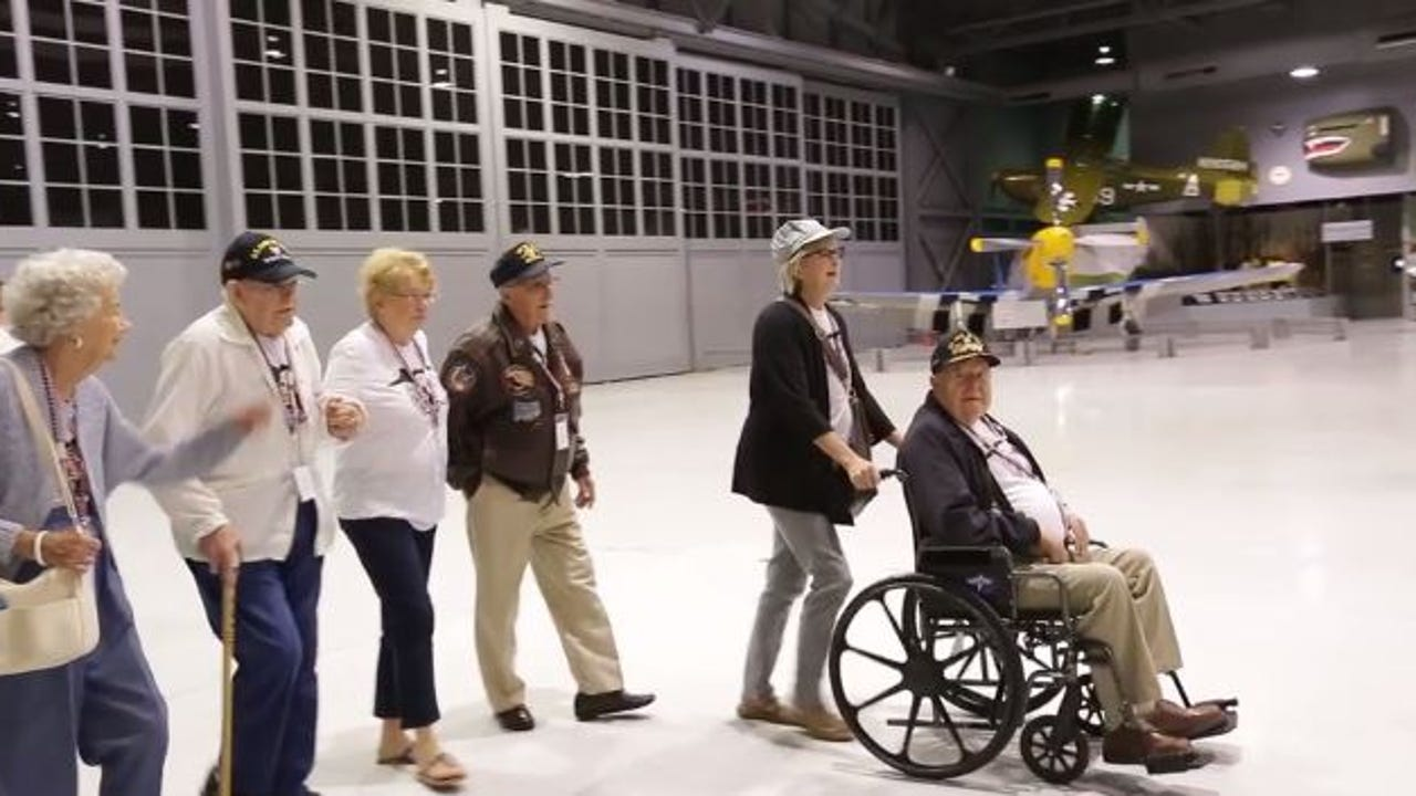 Four WWII 345th Bomb Group veterans visit display at EAA