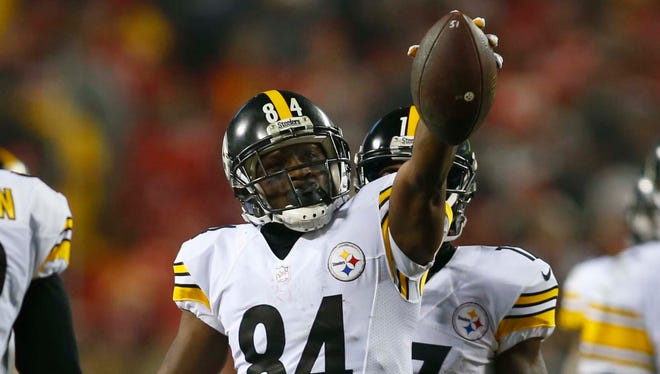 Pittsburgh Steelers wide receiver Antonio Brown (84) holds up the ball after a play during the second quarter against the Kansas City Chiefs in the AFC Divisional playoff game at Arrowhead Stadium.