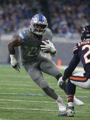 Lions running back Theo Riddick runs by Bears cornerback