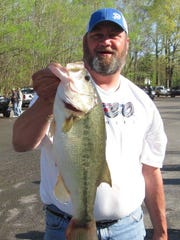 Shannon Moats with a 6.18-pound bass