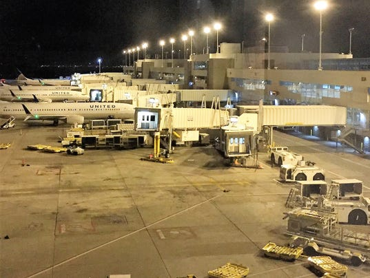 636397016738177080-19-On-this-night-10-United-planes-spent-the-night-at-the-terminal-while-8-were-in-the-maintance-hanger..JPG