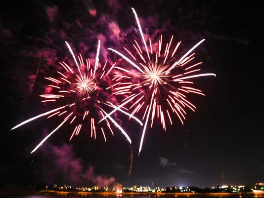 636355197190587766-Liberation-fireworks-03.jpg