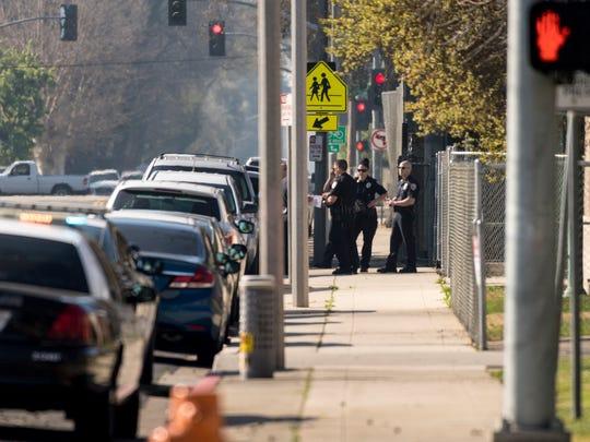 Visalia Police search for a man with a gun near Giddings