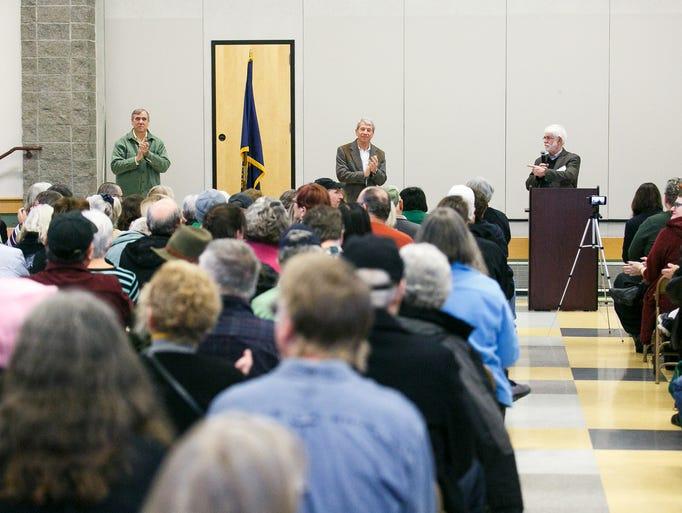 Salem Mayor Chuck Bennett, right, introduces U.S. Congressman