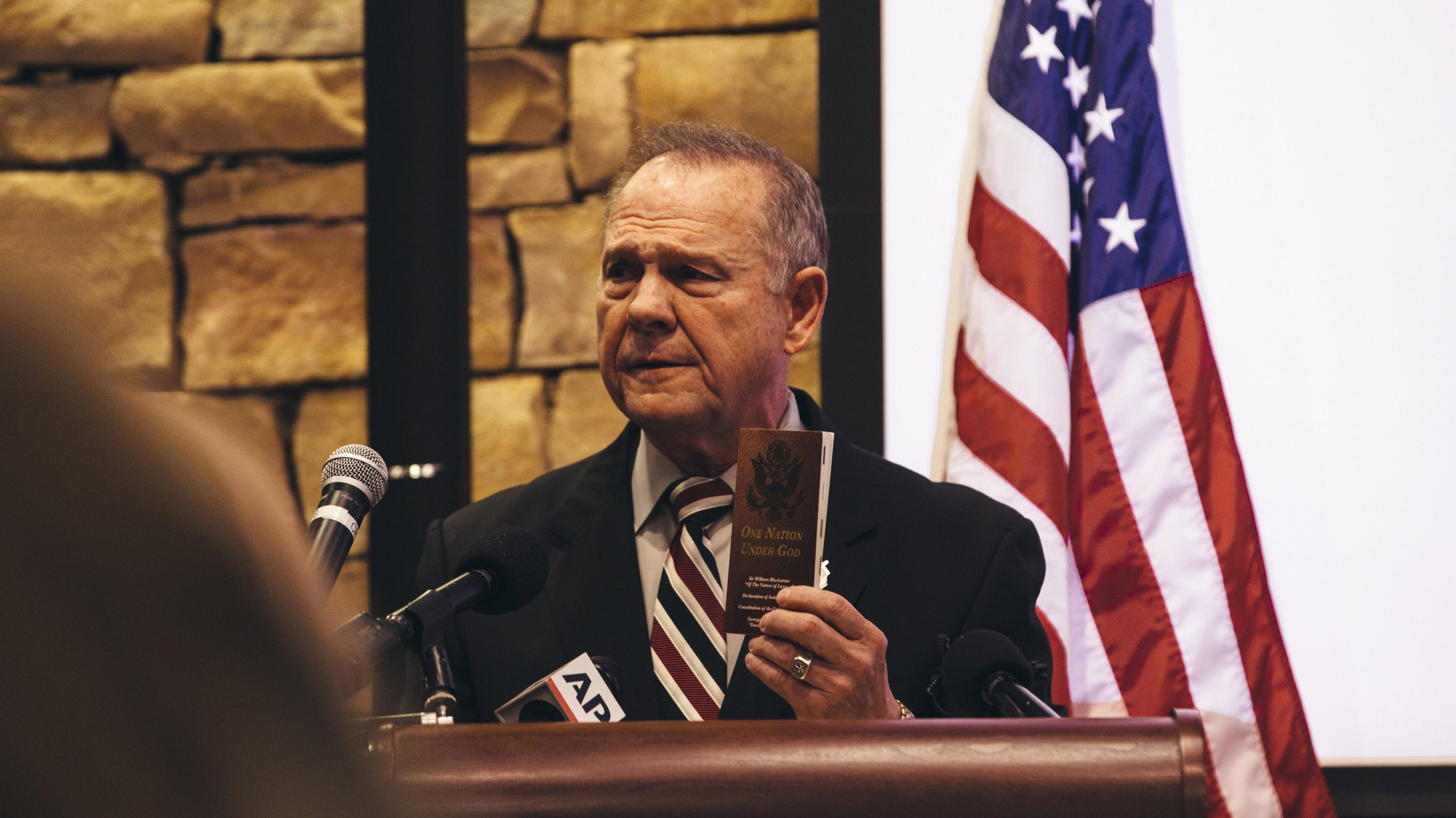 7895e8e46f3a Pat Toomey urged Alabama Senate candidate Roy Moore on Sunday to drop out  of the race