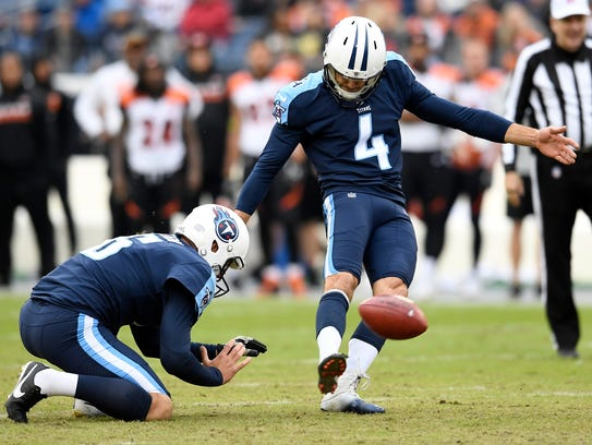 Titans place kicker Ryan Succop (4) kicks a field goal