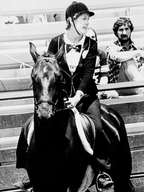 1975: Actress Lynn Redgrave enters the Great Adventure arena on horseback.