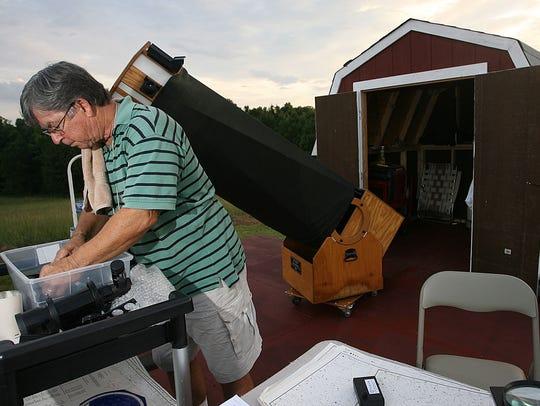 Flora resident Jim Waltman preps his Tectron Telescope