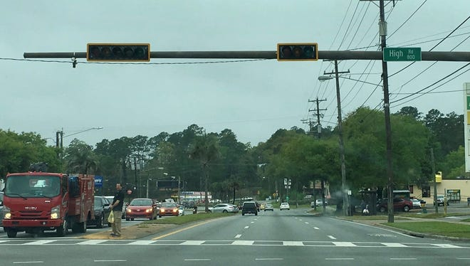 City of Tallahassee electric crews are responding to a power outage that affected 10,000 customers earlier today.