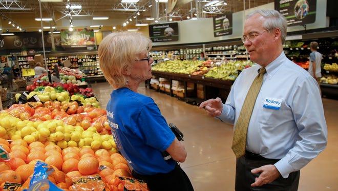 Kroger CEO Rodney McMullen, right, speaks with associate Cheri Vandervort, left, Wednesday, June 1, 2016, in the produce section of the Oakley Kroger Marketplace in Cincinnati.