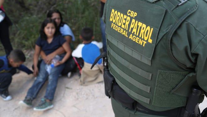 Múltiples críticas han desatando las polémicas medidas migratorias del gobierno de Donald Trump.